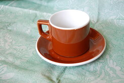 TAZZA LATTE CON PIATTINO MARRONE